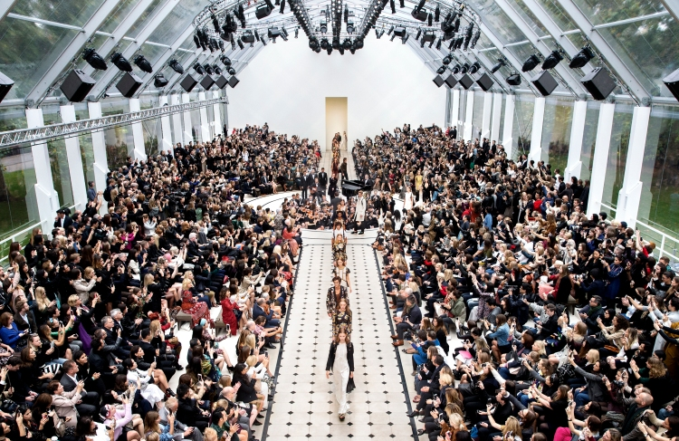 Burberry Womenswear S_S16 Show Finale_002