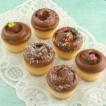 vanilla-chocolate-cupcakes.96649308688cee7cf7410b4c840427b2.png